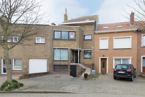 Huis te koop met 5 slaapkamers en tuin te Oostende