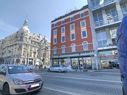 Gezellig instapklaar appartement te koop aan de Antwerpse Kaaien.