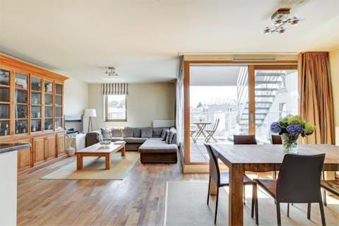 Lichtrijk en kwalitatief appartement met groot terras in Gent