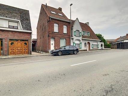 Charmante vernieuwde woning met zonnige tuin in Vlamertinge.