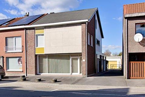 Halfopen huis met 5 slaapkamers op centrale ligging te Sint-Eloois-Winkel
