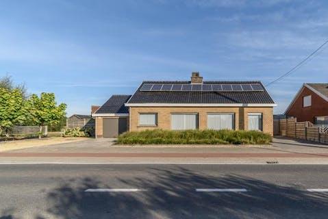 Huis met 4 slaapkamers en bijgebouw op 708 m² te koop in Diksmuide (Esen)