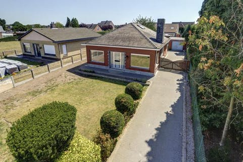 Gelijkvloers huis te koop op een boogscheut van het centrum van Sint-Lenaarts!