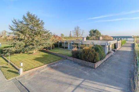 Modernistische villa op 1.920 m²  te koop in Diksmuide