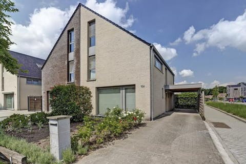 Instapklare gezinswoning met 4 slaapkamers, op een perceel van ca. 338m² te Essen-Heikant!