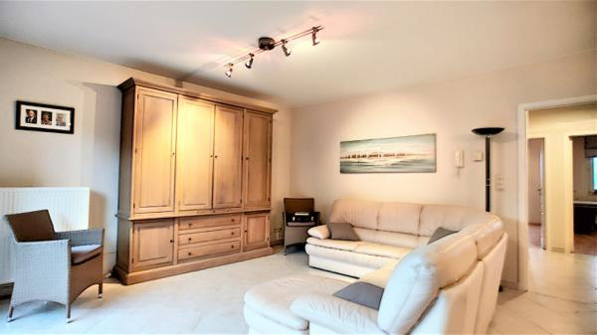 Very nice apartment with spacious garage box for sale!