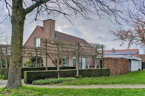 Alleenstaand huis te koop nabij centrum Hooglede