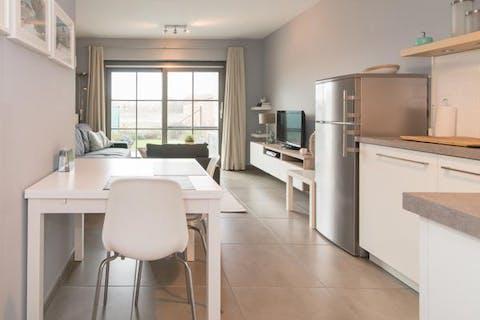 Instapklaar 1-slaapkamer gelijkvloersappartement met zongerichte tuin
