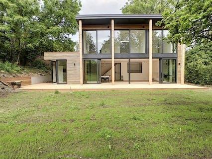 Maison neuve écologique avec jardin