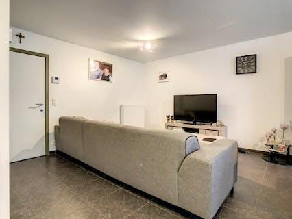 Instapklaar appartement met 2 slaapkamers en tuin te Roeselare