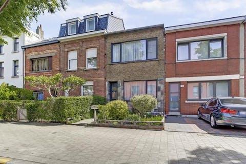 Huis (125m²) met 2 slaapkamers en tuin te koop centrum Wilrijk