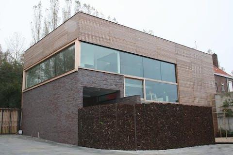 Prachtige architectenwoning met loods te koop in Rekkem
