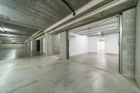 Ondergrondse garage met aansluitende berging te koop in Veurne