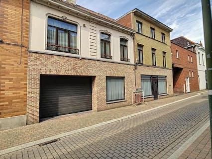 Te renoveren huis te koop in centrum Torhout