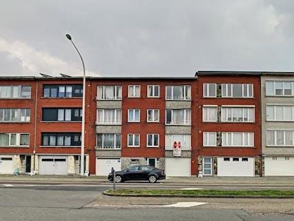 Gerenoveerd appartement met garage te koop in Merksem