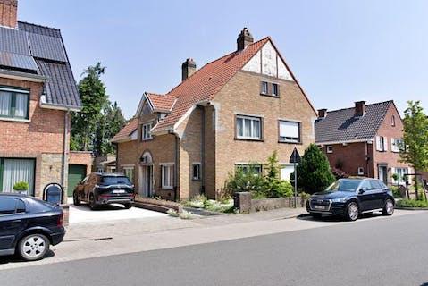 Karaktervol huis te koop met tal van potentieel in Sint-Michiels, Brugge