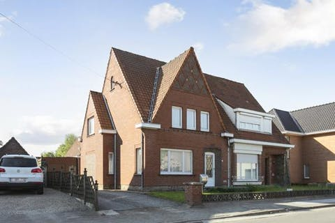Te renoveren huis met 3 slaapkamers in het centrum van Aalter