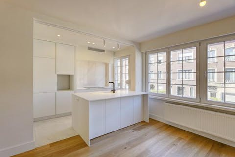 Subliem gerenoveerd appartement (85m²) met 2 slaapkamers te Antwerpen