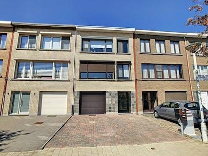 Appartement te koop in Merksem met garage en tuin