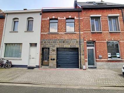Te renoveren 2 slaapkamer huis met tuin en garage te Mechelen