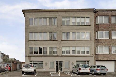 Ruim appartement met 3 slaapkamers en garagebox in Merksem