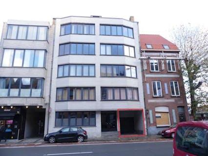 Afgesloten autostaanplaats te huur langs de Gistelse Steenweg, dichtbij de Smedenpoort te Brugge