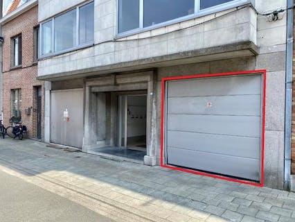 Autostaanplaats te koop te Sint-Andries nabij centrum Brugge