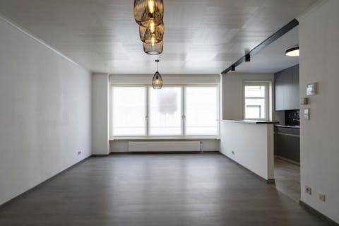 Knap gerenoveerd appartement met 2 slaapkamers in centrum Kortrijk te huur