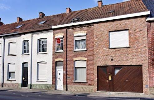 Knus huis te koop in centrum Roeselare met 3 slaapkamers.