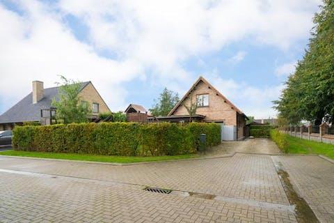 Villa te koop in Vleteren met 3 slaapkamers en garage op 636 m² grond