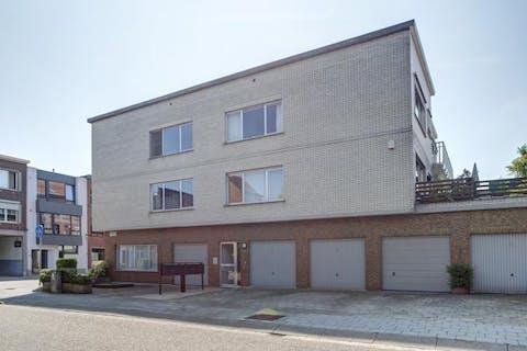 Appartement (117m²) met 3 slaapkamers, terras en garage met oprit te koop in Wilrijk