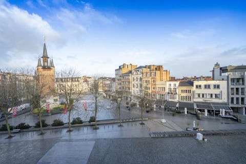 Instapklaar appartement te koop op de grote markt met prachtig zicht