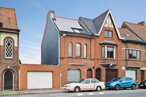 Burgerwoning met 3 slaapkamers, garage en tuin in Destelbergen