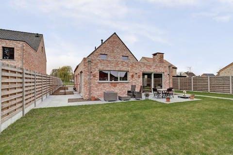 Prachtig recent huis te koop in het centrum van Brecht!