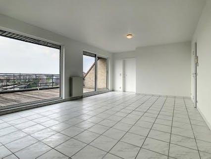 Instapklaar penthouse met 2 slaapkamers te Roeselare.