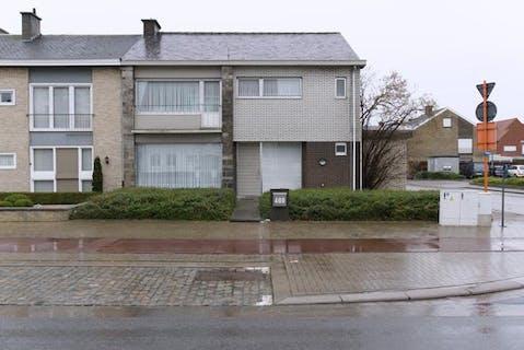 Ruime woning met appartement op toplocatie in Roeselare!