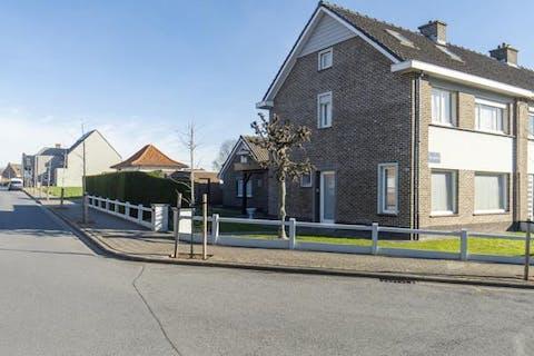 Halfopen huis met 4 kamers te Sint-Eloois-Vijve