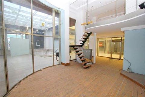 Duplex handelsruimte aan het Operaplein in het hart van Antwerpen