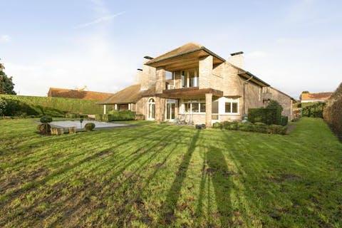 Villa op 1600m² met 3 slaapkamers, zwembad en veel ruimte