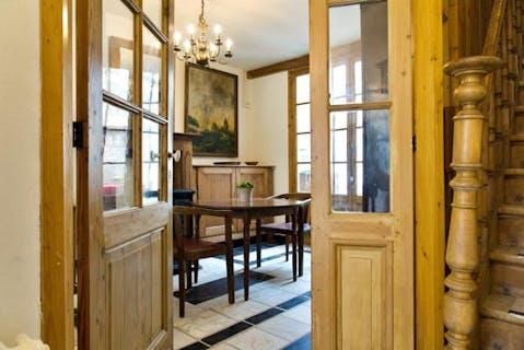 Karaktervol huis in rij te koop met 2/3 slaapkamers in centrum Brugge te Minnewater
