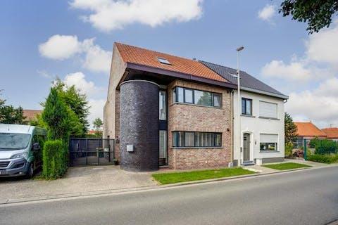 Instapklare gezinswoning met 4 slaapkamers, op een perceel van ca. 253m² te Kalmthout-Nieuwmoer!