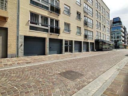 Gelijkvloerse garage (2,6 x 4,9) in de Ijzerstraat te Nieuwpoort.