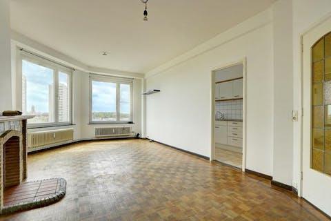 Appartement (80m²) met terras en kelder te Antwerpen