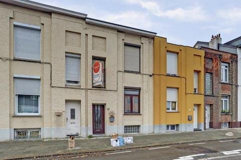 Te renoveren huis in Deurne - 2/3 slaapkamers en stadstuin