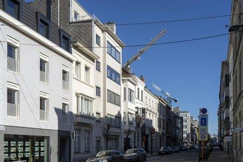 Vernieuwd appartement met terras te koop centrum Kortrijk