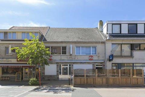 Woning met café en feestzaal te koop in centrum Knokke-Heist