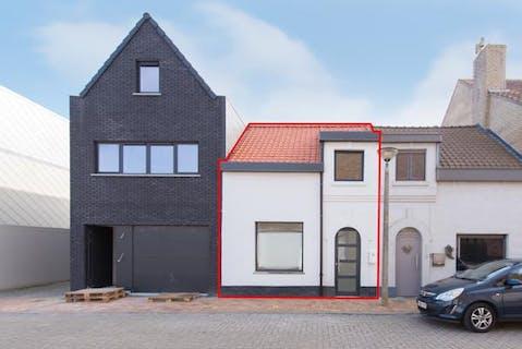 Gerenoveerde woning met gezellig stadstuintje te Nieuwpoort-stad.