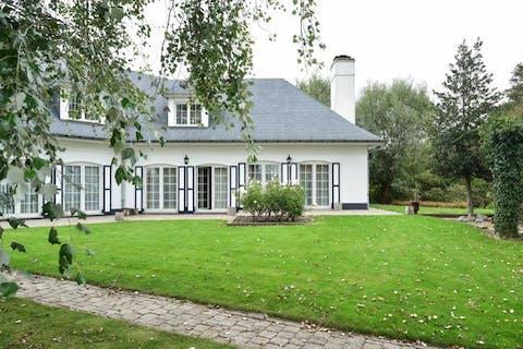 Zeer ruime villa in doodlopende straat in Blankenberge