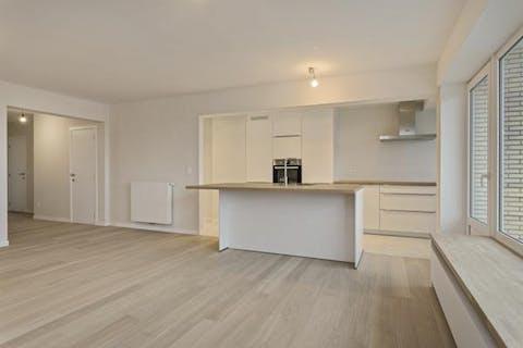 Totaal vernieuwd 2-slaapkamerappartement op de 5de verdieping te koop te Sint-Andries