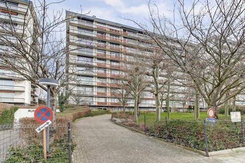 Ruim appartement +/- 85 m² met parkzicht en parking